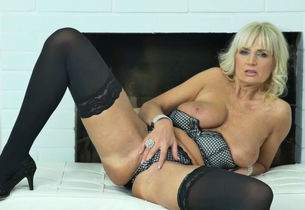 Blondie cougar Angelina needs to  her..