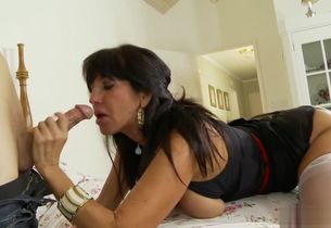 Tara Holiday In Buxomy Stepmother..