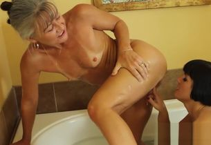 Rose Joins Leilani in a Bouncy Tub