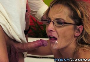 Mature grannie has buttfuck