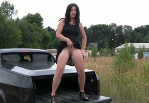Fuckslut urinating behind truck