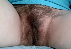 Mature mommy displays her unshaved cunny