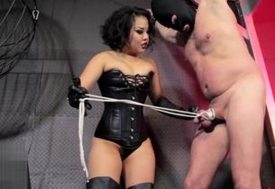 Fierce Japanese Femdomme whipping and..