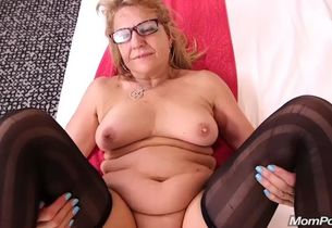 Stripper gilf want some hard-on