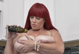 Curvaceous big-boobed mummy with ample..