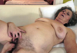 Mature grannie takes some lesbo..