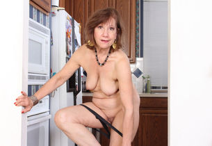 Yankee gilf Penny gets active in the..