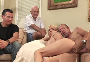 Cuckolding comme ?a milf rides load of..