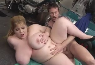 Blondie bbwmilf with the repairman p..