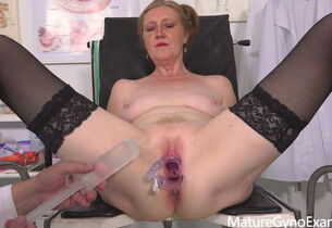 Hot GILF Angelina Gyno Check-up